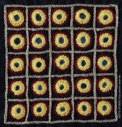 carré brodé 10 cm 25 miroirs cerclés jaune et rouge kit broderie carré Kumari