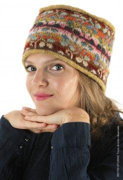 bonnet jacquard tricoté motif trèfle fond plat vert et passepoils bonnet Eeti trèfle vert atelier cours de tricot à Colmar