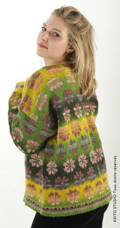 veste gilet jacquard motif fleurs roses fond vert changeant Kit veste Maria modèle KEITO STUDIO