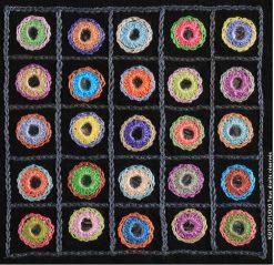 25 miroirs rebordés de fils multicolores dans un carré de 10 cm Kit broderie carré Komala KEITO STUDIO