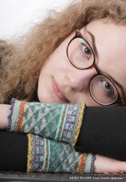 poignets au chaud manchette tricotée en rond aiguilles circulaires très fines petits motifs jacquard par KEITO STUDIO