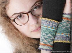 picots haut et bas, cordelette tricotée jacquard tons verts orange atelier tricot chauffe poignets