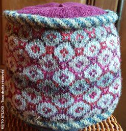 toque jacquard doublée tricot main petits motifs tons gris et mauves bonnet Baïba de KEITO STUDIO