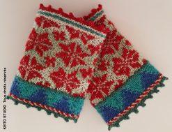 chauffe poignets tricotés en jacquard fins dominante de rouge avec bordures bleus vifs