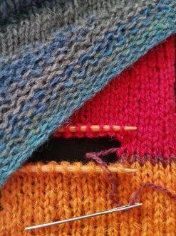 atelier pour apprendre à tricoter en rangs raccourcis et à joindre deux pièces de tricot au point de maille