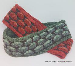 serre têtes versions verte et rouge jacquard doublé au tricot