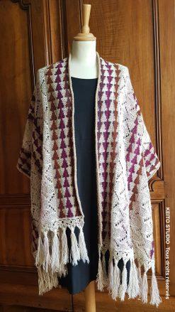 étole dentelle et jacquard au tricot avec bordure au crochet et franges